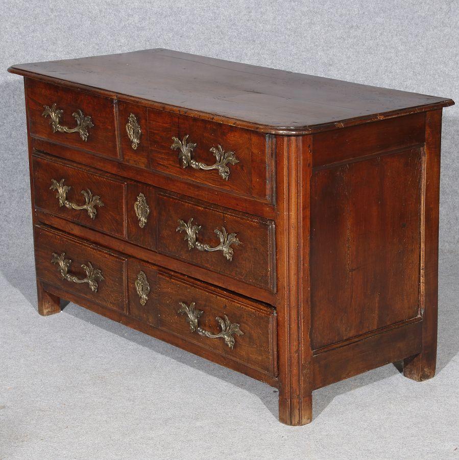 barock kommode mit sch ner patina nussbaum esche 18 jh ebay. Black Bedroom Furniture Sets. Home Design Ideas